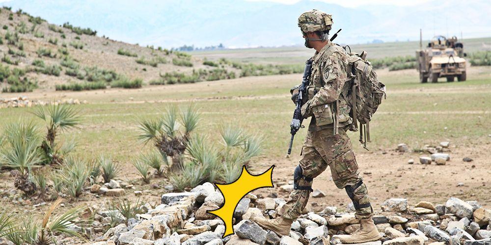 地雷を踏む兵士