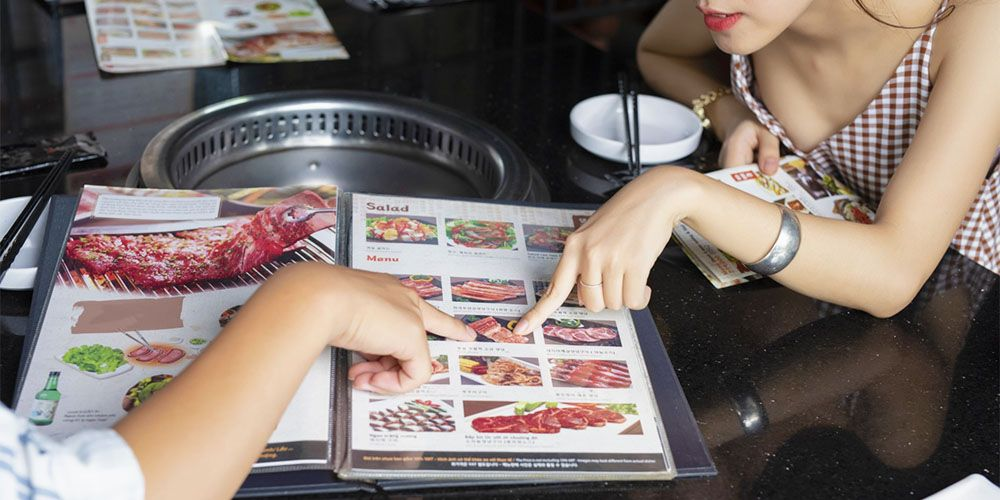 韓国料理レストランでデート